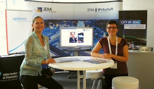 JEZT - Peggy Lerner und Ramona Scheiding am Jena-Stand bei der ICORS - Foto © JenaWirtschaft 2014